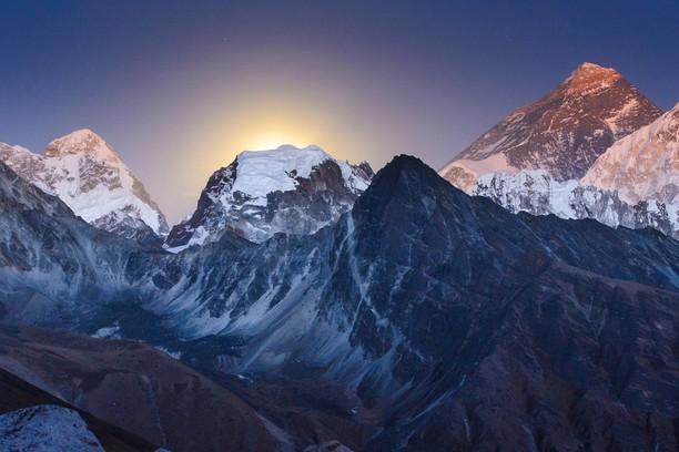 Снимок экрана для Everest at moon rise